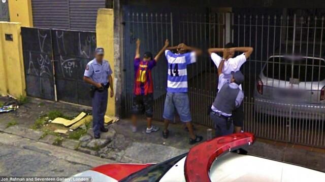 Prostituate, vanzari de arme si alte imagini spectaculoase surprinse de Street View. GALERIE FOTO - Imaginea 11