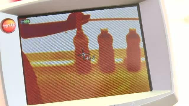 Experiment StirileProTV: Ce se intampla cu bauturile la PET daca sunt tinute in soare, pe canicula