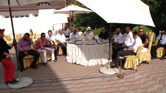 Rromii din Timisoara au dat o petrecere fastuoasa de Sfanta Maria,la care si-au expus bolizii de lux - Imaginea 8