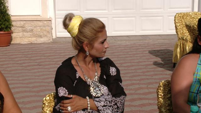 Rromii din Timisoara au dat o petrecere fastuoasa de Sfanta Maria,la care si-au expus bolizii de lux - Imaginea 17