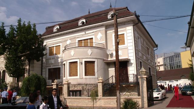 Rromii din Timisoara au dat o petrecere fastuoasa de Sfanta Maria,la care si-au expus bolizii de lux - Imaginea 23