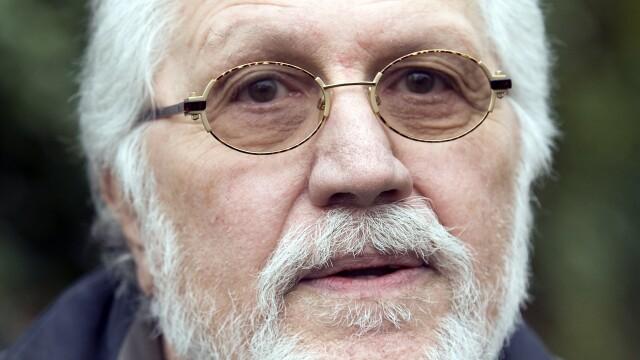 Inca un scandal legat de BBC. Dave Lee Travis, fost prezentator de radio, acuzat de abuzuri sexuale