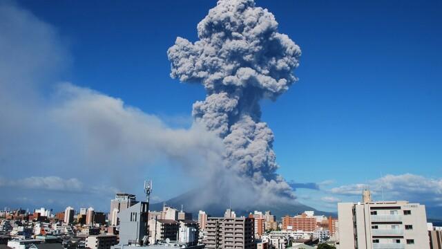 Un vulcan a erupt in sudul Japoniei. Norul de cenusa s-a ridicat la 5.000 de metri. VIDEO