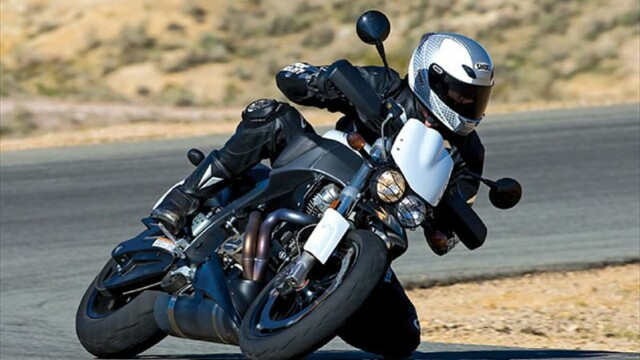 Un barbat orb si infirm a condus o motocicleta cu viteza de 269 de kilometri pe ora