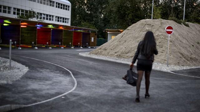 Primele imagini din bordelul drive-in din Zurich. Autoritatile spre sa rezolve problema prostitutiei - Imaginea 4