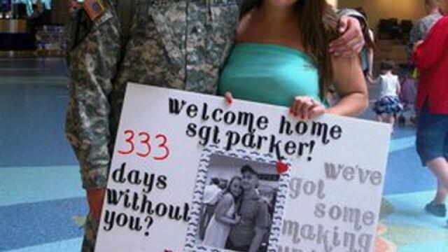Imaginile care au impresionat SUA. Ce a facut acest soldat imediat dupa ce s-a intors din misiune