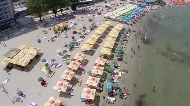 250.000 de turisti pe litoral in acest weekend. Oamenii s-au trezit cu noaptea-n cap pentru a prinde un loc pe plaja