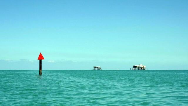 Iti dai seama ce se vede in imagini? Par a fi niste barci in mijlocul oceanului, dar daca te uiti mai atent vei fi surprins - Imaginea 2