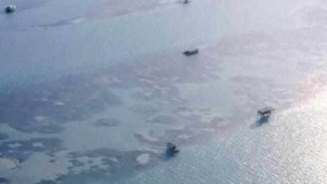 Iti dai seama ce se vede in imagini? Par a fi niste barci in mijlocul oceanului, dar daca te uiti mai atent vei fi surprins - Imaginea 3