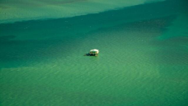 Iti dai seama ce se vede in imagini? Par a fi niste barci in mijlocul oceanului, dar daca te uiti mai atent vei fi surprins - Imaginea 4
