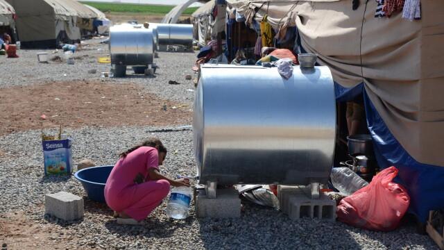 Statul Islamic aduce iadul pe pamant. Irakienii refugiati le dau copiilor sa bea sange pentru a-i mentine in viata - Imaginea 3