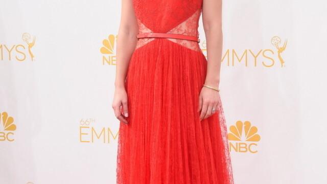 Moda la gala Emmy 2014: Vedetele au ales rosu si alb pentru defilarea pe covorul rosu - Imaginea 24