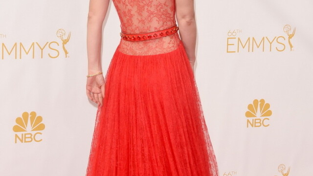 Moda la gala Emmy 2014: Vedetele au ales rosu si alb pentru defilarea pe covorul rosu - Imaginea 23
