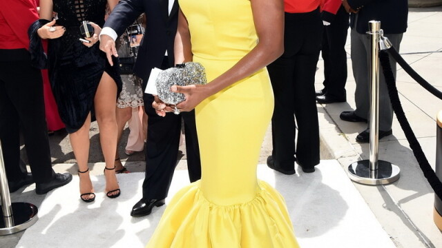 Moda la gala Emmy 2014: Vedetele au ales rosu si alb pentru defilarea pe covorul rosu - Imaginea 17