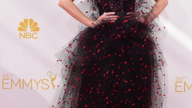 Moda la gala Emmy 2014: Vedetele au ales rosu si alb pentru defilarea pe covorul rosu - Imaginea 9