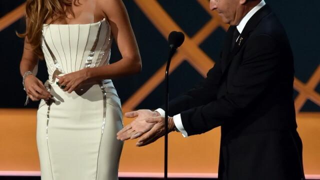 Moda la gala Emmy 2014: Vedetele au ales rosu si alb pentru defilarea pe covorul rosu - Imaginea 5