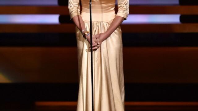 Moda la gala Emmy 2014: Vedetele au ales rosu si alb pentru defilarea pe covorul rosu - Imaginea 4