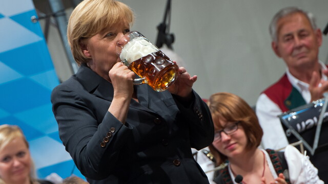 Dupa problemele cu Grecia, Angela Merkel se relaxeaza alaturi de sotul ei. Unde isi petrece cancelarul german vacanta de vara