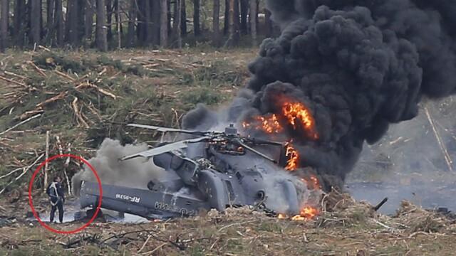 Momentul in care copilotul elicopterului prabusit in Rusia in timpul unui show aviatic iese din aparatul cuprins de flacari