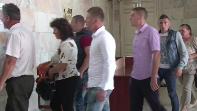 Prietenii violatorilor din Vaslui au dat explicatii dupa ce au indreptat o masina catre victima: \