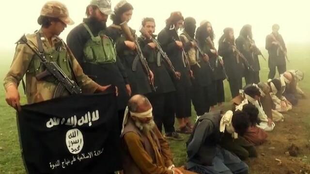 Noua metoda brutala de executie a ISIS. Prizonieri obligati sa ingenuncheze pe explozibil si aruncati in aer. VIDEO