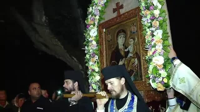 Zeci de mii de credinciosi au venit sa se roage la Manastirea Nicula. \