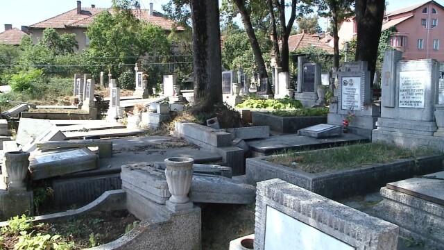 Politistii din Cluj au reusit sa ii identifice pe cei care au devastat in urma cu 2 saptamani un cimitir din oras