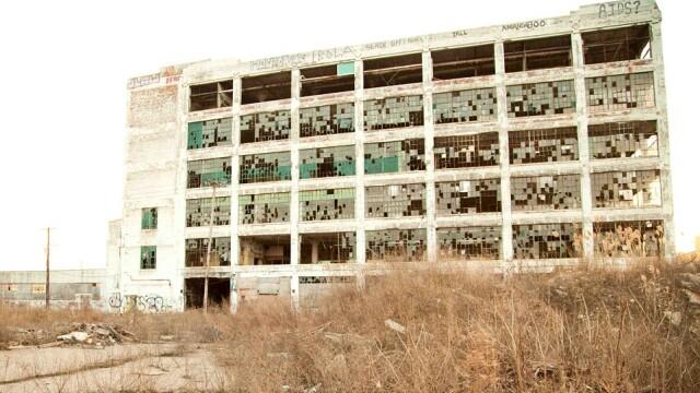 Au cautat intr-un depozit abandonat de zeci de ani si au devenit milionari peste noapte. Ce au descoperit in cladire