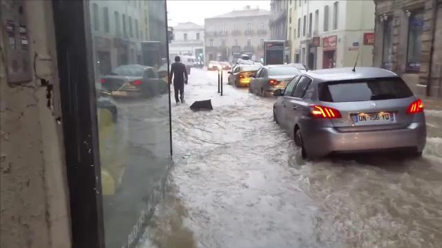 Potop in sud-estul Frantei. Doi pensionari au murit inecati si mii de localnici au fost evacuati din casele lor