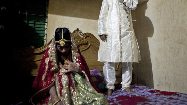 Imaginile care arata durerea tinerelor din Bangladesh: o fata de 15 ani, fortata sa se marite cu un barbat de 32 de an