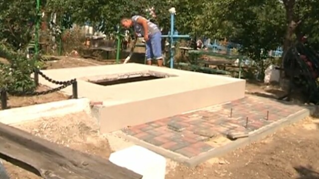Un barbat din R. Moldova sustine ca un consatean i-a distrus mai multe morminte ale rudelor.\