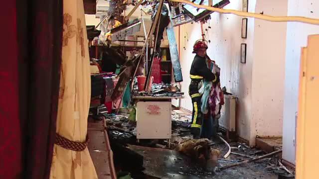 Foc urias la un magazin de perdele si covoare din Targu Mures. Pompierii nu au putut salva nimic