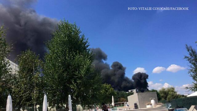 Incendiu la clubul Chaboo din Capitala. Flacari uriase au pornit langa piscina si au distrus un cort. VIDEO - Imaginea 6
