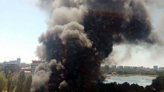 Incendiu la clubul Chaboo din Capitala. Flacari uriase au pornit langa piscina si au distrus un cort. VIDEO - Imaginea 8