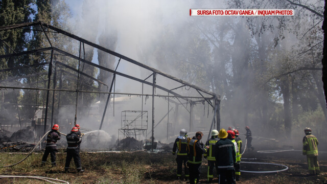 Incendiu la clubul Chaboo din Capitala. Flacari uriase au pornit langa piscina si au distrus un cort. VIDEO - Imaginea 9