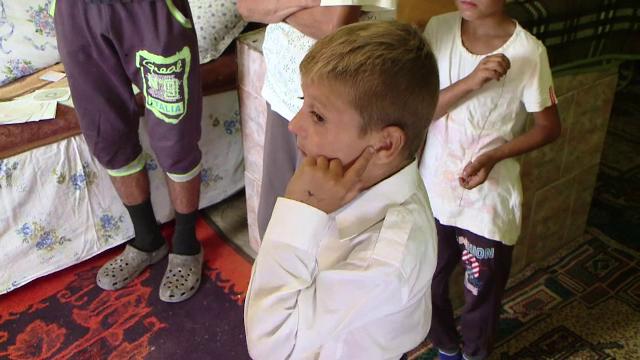 Suferinta cumplita pentru un baiat de 6 ani. Copilul risca sa ramana surd, dupa ce o vecina l-a tras de ureche si l-a lovit
