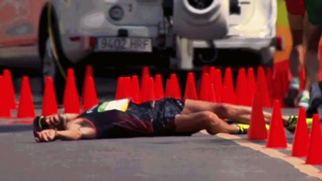 Calvarul prin care a trecut un atlet francez in timpul probei de 50 km mars: a lesinat si, la final, a ajuns direct la spital