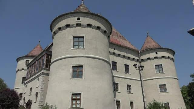 Un castel romanesc din 1560 si-a recapatat stralucirea, dupa o investitie de cateva sute de mii de euro. Cine l-a cumparat