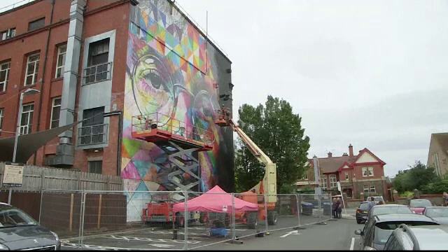 Festivalul de picturi murale din Bristol. 350 de grafferi, din 45 de state, au schimbat un cartier peste noapte
