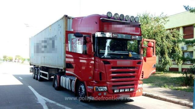 Camion plin cu calorifere furate din Franţa, oprit de poliţiştii de frontieră