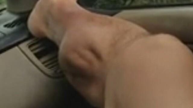 """Un bărbat își filmează criza violentă de crampe musculare: """"Extrem de dureros!"""""""
