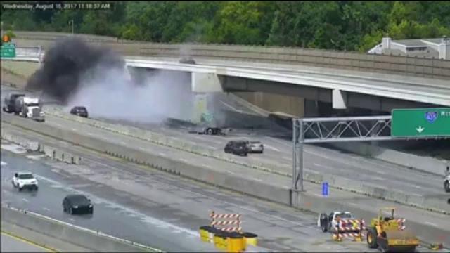 Accident în SUA: un șofer de camion a izbit o barieră de beton