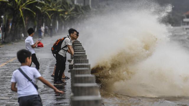 Taifunul Hato a lovit China