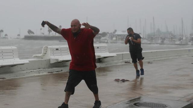 10 răniţi în Texas, după ce uraganul Harvey a lovit SUA. Furtuna continuă până luni - Imaginea 4