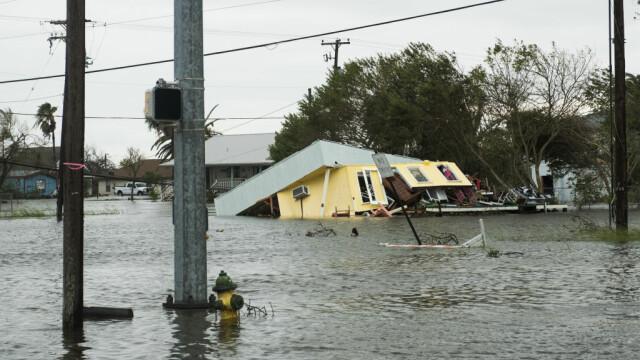 Daune uriașe provocate de Uraganul Harvey. Două persoane au murit