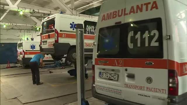 Ambulanțe vechi și cu probleme, în serviciul Capitalei. Firea anunță 106 mașini noi