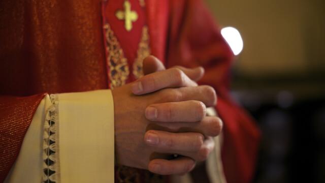 Preot din Focșani acuzat că ar fi sechestrat o femeie pentru a obține favoruri sexuale