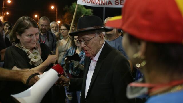 Filosoful Mihai Șora, din nou în Piața Victoriei. Cum a fost primit de protestatari