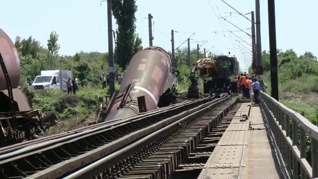 Trenul deraiat în Dolj. Mecanicul era beat și nu trebuia să circule pe acel sens de mers