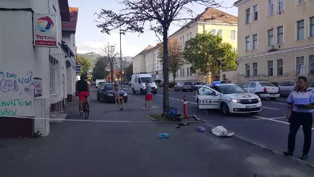 Biciclist lovit de o maşină şi abandonat în stradă. Scene revoltătoare la Braşov
